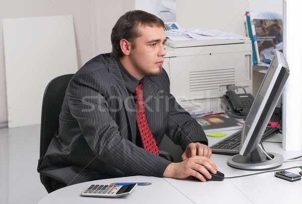 Empresário escritório trabalhando pc jovem negócio Foto stock © Aikon