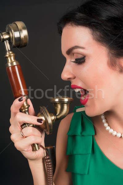 Mooie vrouw huilen telefoon jonge aantrekkelijke vrouw zwarte Stockfoto © Aikon