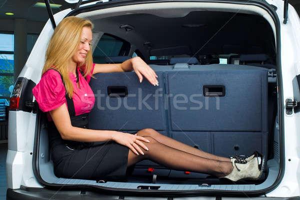 Femme bagages compartiment belle fille séance voiture Photo stock © Aikon