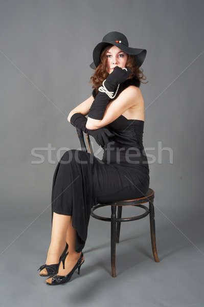 Csinos nő szék gyönyörű nő retró stílus ruha ül Stock fotó © Aikon