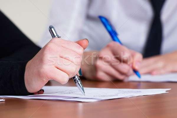 Handschrift meisjes hand ondertekening belangrijk Stockfoto © Aikon