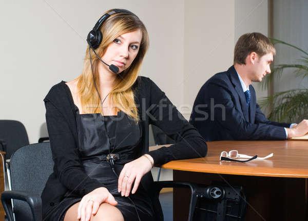 Mooie zakenvrouw hoofdtelefoon mooie kantoor business Stockfoto © Aikon