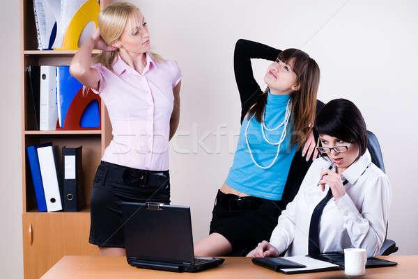Drie mooie business vrouwen communiceren kantoor Stockfoto © Aikon