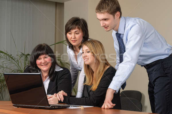 Zakelijke bijeenkomst laptop kantoor business vier professionals Stockfoto © Aikon