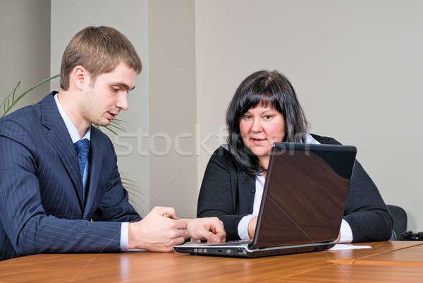 作業 オフィス ビジネスの方々  会議 ビジネス ストックフォト © Aikon