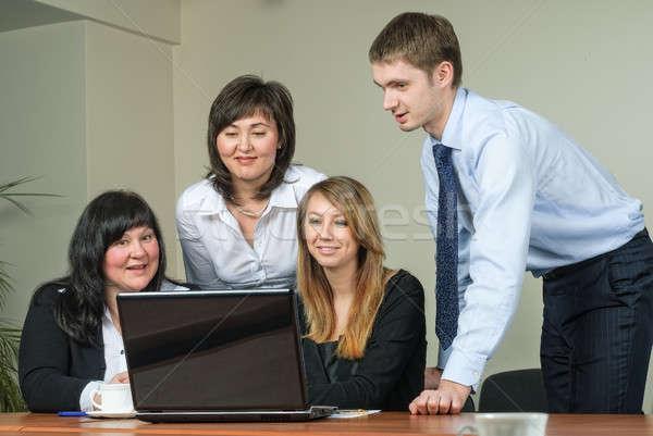 üzlet ötletelés üzletemberek mögött laptop iroda Stock fotó © Aikon