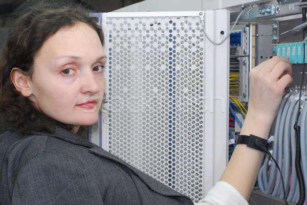 Nő dolgozik telekommunikáció felszerlés technikai helyszín Stock fotó © Aikon