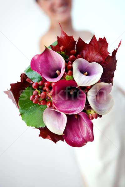 Menyasszony mutat esküvői csokor barátnő virágcsokor virágok Stock fotó © Ainat