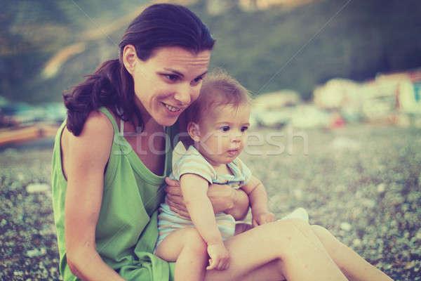 Retro fotoğraf anne bebek plaj Stok fotoğraf © ajfilgud