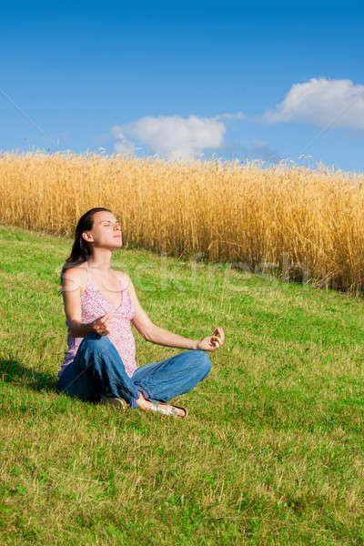 Szabadtér meditál meditáció nyár nap zöld Stock fotó © ajfilgud