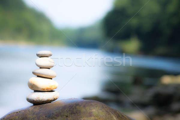 Rivier meditatie teamwerk evenwicht steen kust Stockfoto © ajfilgud