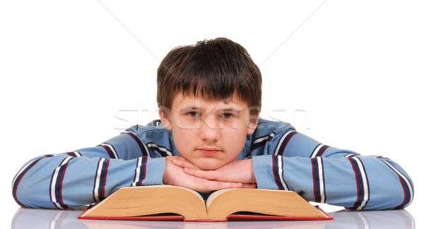 Tinédzser könyv olvas néz kamera Stock fotó © ajt