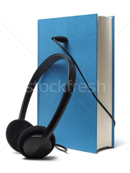 Foto stock: Fones · de · ouvido · livro · isolado · branco · livros · aprendizagem