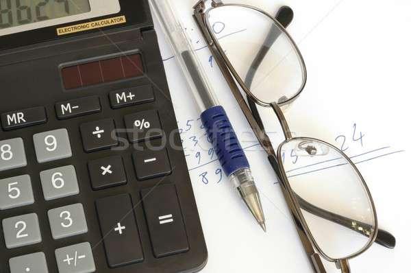 Számológép toll szemüveg iroda pénz kulcsok Stock fotó © ajt