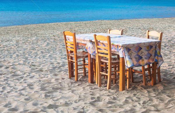 Yunan tablo sandalye ada plaj Stok fotoğraf © akarelias