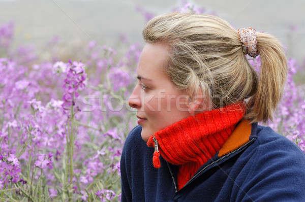 Piękna młoda kobieta przypadkowy ubrania Zdjęcia stock © akarelias
