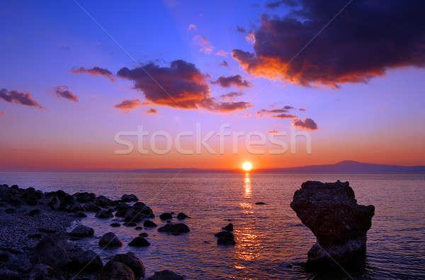 Pôr do sol praia imagem Grécia marinha primeiro plano Foto stock © akarelias