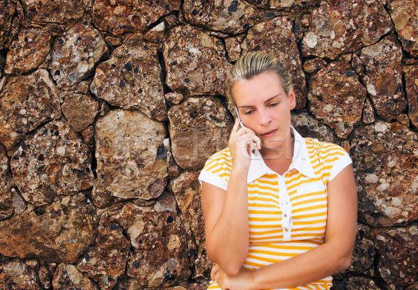Genç kadın konuşma cep telefonu genç güzel bir kadın Stok fotoğraf © akarelias