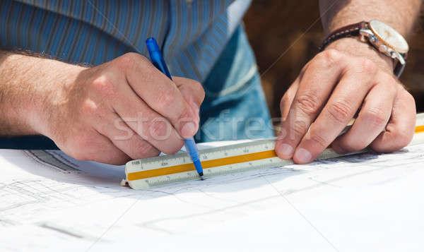 Foto stock: Trabalhando · construção · planos · mãos · ocupado · jovem