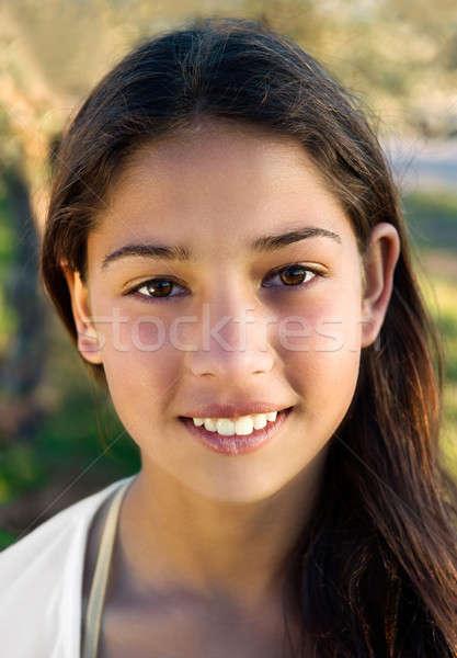 Güzel genç kız portre bakıyor kamera Stok fotoğraf © akarelias