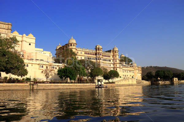 Histórico edificios lago edificio ciudad construcción Foto stock © Akhilesh
