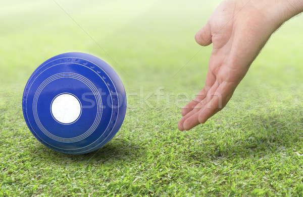 Stockfoto: Hand · gazon · kom · mannelijke · bowling · Blauw