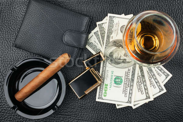 Charuto cinzeiro isqueiro dinheiro bolsa vidro Foto stock © alekleks
