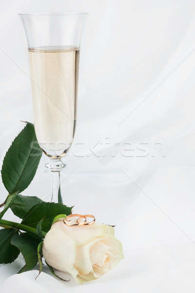 Anéis rosa champanhe vidro lata usado Foto stock © alekleks