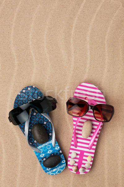 Szerető pár papucs homok tengerpart szemüveg Stock fotó © alekleks