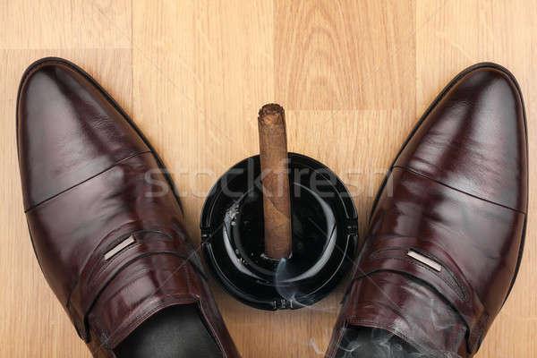 Clássico sapatos cinzeiro charuto Foto stock © alekleks