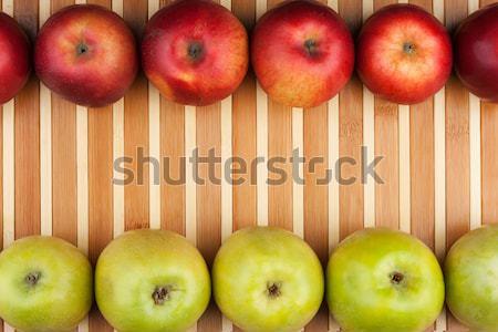 Zöld piros almák hazugság bambusz hely Stock fotó © alekleks
