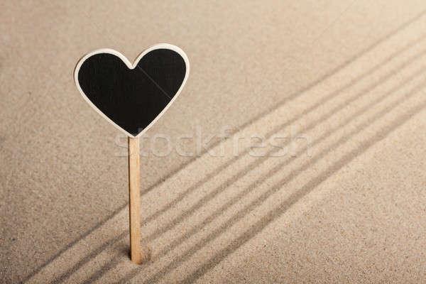 Coração em pé areia lata usado praia Foto stock © alekleks