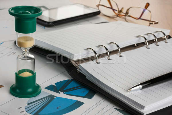 Klepsydry dziennik pióro okulary telefonu Zdjęcia stock © alekleks
