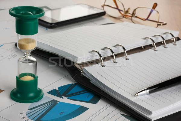 Clessidra diario pen occhiali telefono diagrammi Foto d'archivio © alekleks