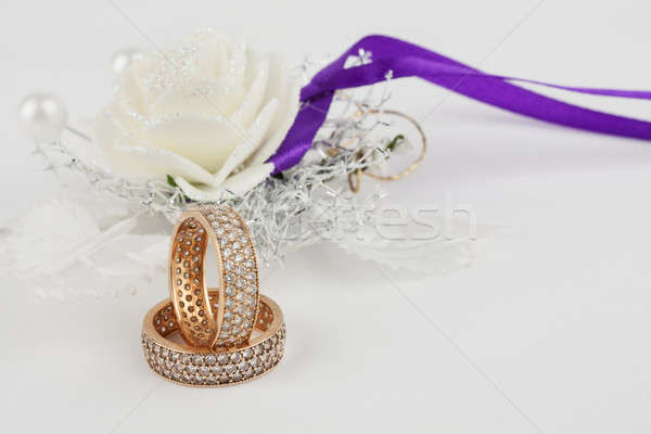 Pár jegygyűrűk esküvő hely szeretet pár Stock fotó © alekleks