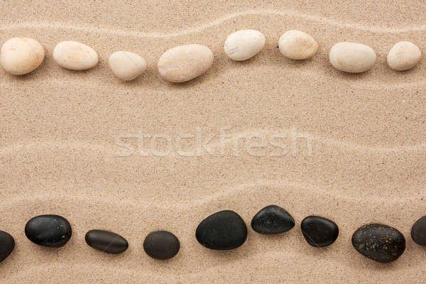 Kettő sorok fehér fekete kövek homok Stock fotó © alekleks