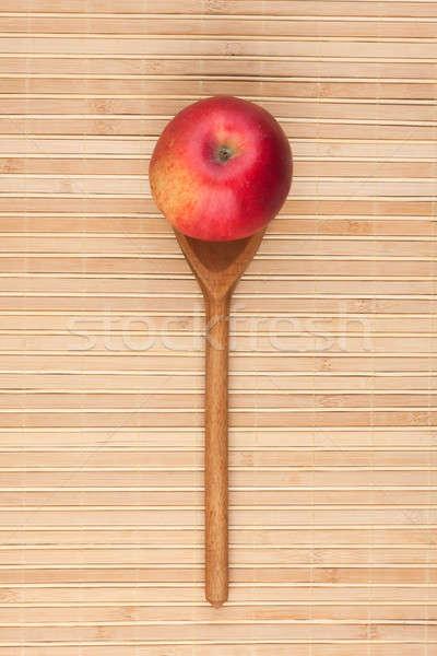 Cuchara manzana roja bambú madera fondo rojo Foto stock © alekleks