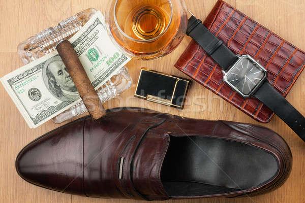 Charuto cinzeiro isqueiro dinheiro sapato Foto stock © alekleks