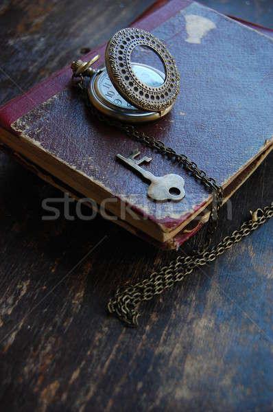 Vintage sleutel retro horloge oud boek papier Stockfoto © Aleksa_D
