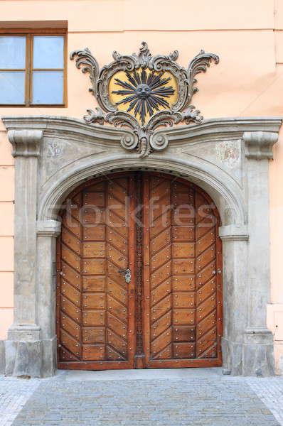 Porte d'entrée Prague République tchèque bois ville porte Photo stock © alessandro0770