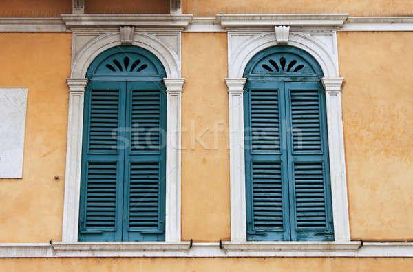 Oude middeleeuwse Windows kleurrijk gebouw hout Stockfoto © alessandro0770