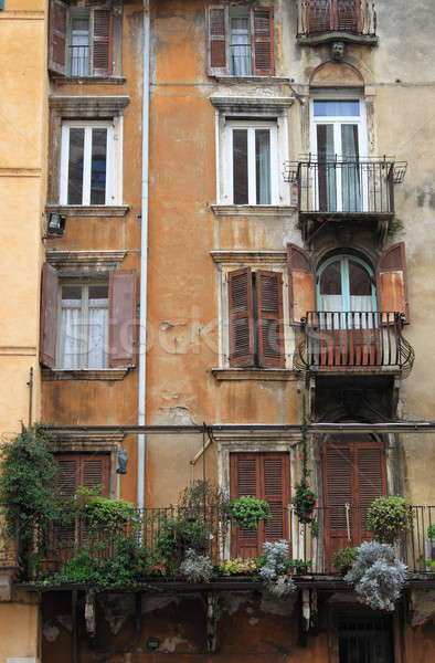 Ortaçağ binalar verona şehir merkezinde ev Bina Stok fotoğraf © alessandro0770