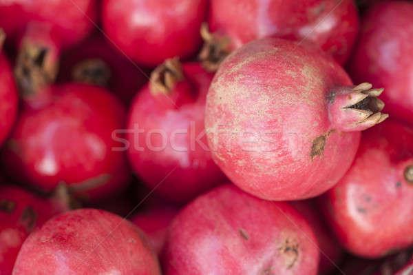 ザクロ 果物 表示 市場 ストックフォト © AlessandroZocc