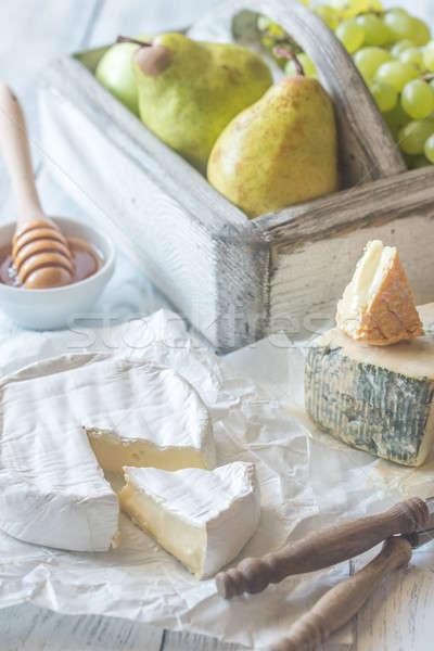 Camembert pere uva finestra colazione testa Foto d'archivio © Alex9500