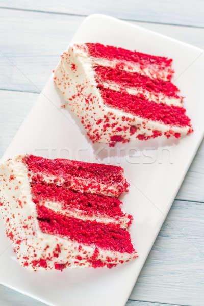 Dois fatias vermelho veludo bolo branco Foto stock © Alex9500