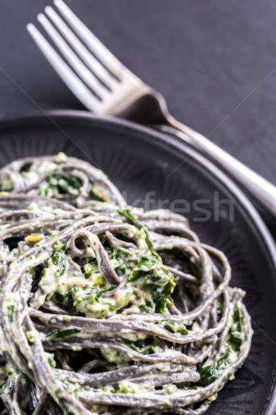Noir pâtes épinards mascarpone parmesan fond Photo stock © Alex9500