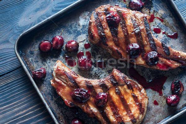 Grillezett disznóhús borda szilva mártás tálca Stock fotó © Alex9500