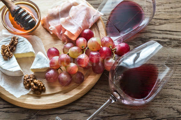 Camembert formaggio occhiali vino rosso rosso carne Foto d'archivio © Alex9500