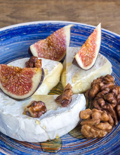 Camembert muro frutta blu vintage bordo Foto d'archivio © Alex9500
