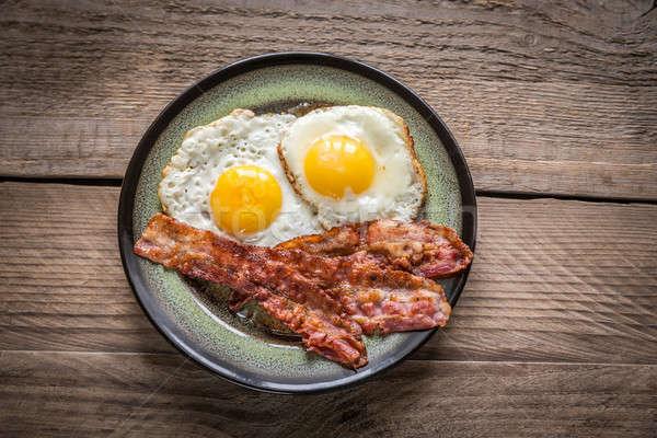 Porción frito huevos tocino alimentos placa Foto stock © Alex9500